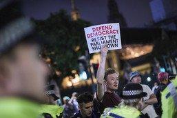 Fureur face à la décision de Johnson de suspendre le Parlement