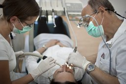 Fribourg engage un dentiste cantonal