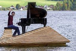 Sur le radeau, l'était un beau piano