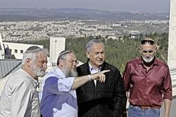 Israël jubile, les Palestiniens amers
