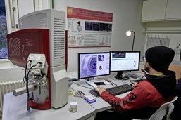 Des microscopes fribourgeois à louer