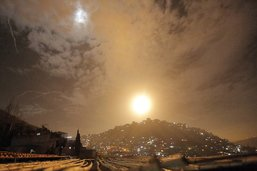 La défense antiaérienne intercepte des missiles au-dessus de Damas