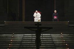 Coronavirus: le pape François rend hommage aux soignants décédés