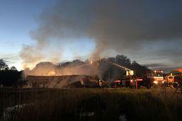 Usine de traitement des eaux détruite par les flammes à Granges