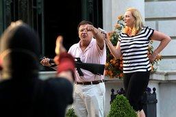 Armes à la main, un couple d'Américains menace des manifestants