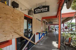 L'ouragan Douglas menace Hawaï, Hanna rétrogradé