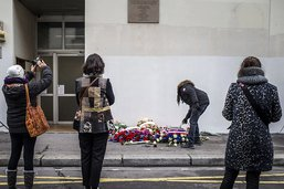 Attaque devant les ex-locaux de Charlie Hebdo: quatre inculpations