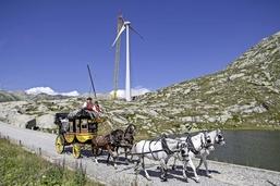 Des éoliennes sur un col de légende