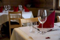 Covid-19: Les restaurants fribourgeois pourront fermer à 23h