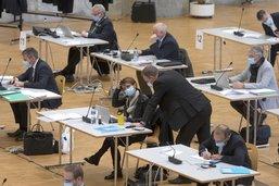 Le parlement enterre la Cour des comptes