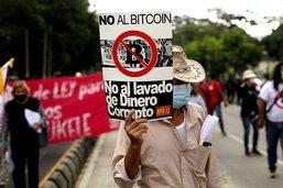 Manifestation d'opposants au bitcoin comme monnaie légale